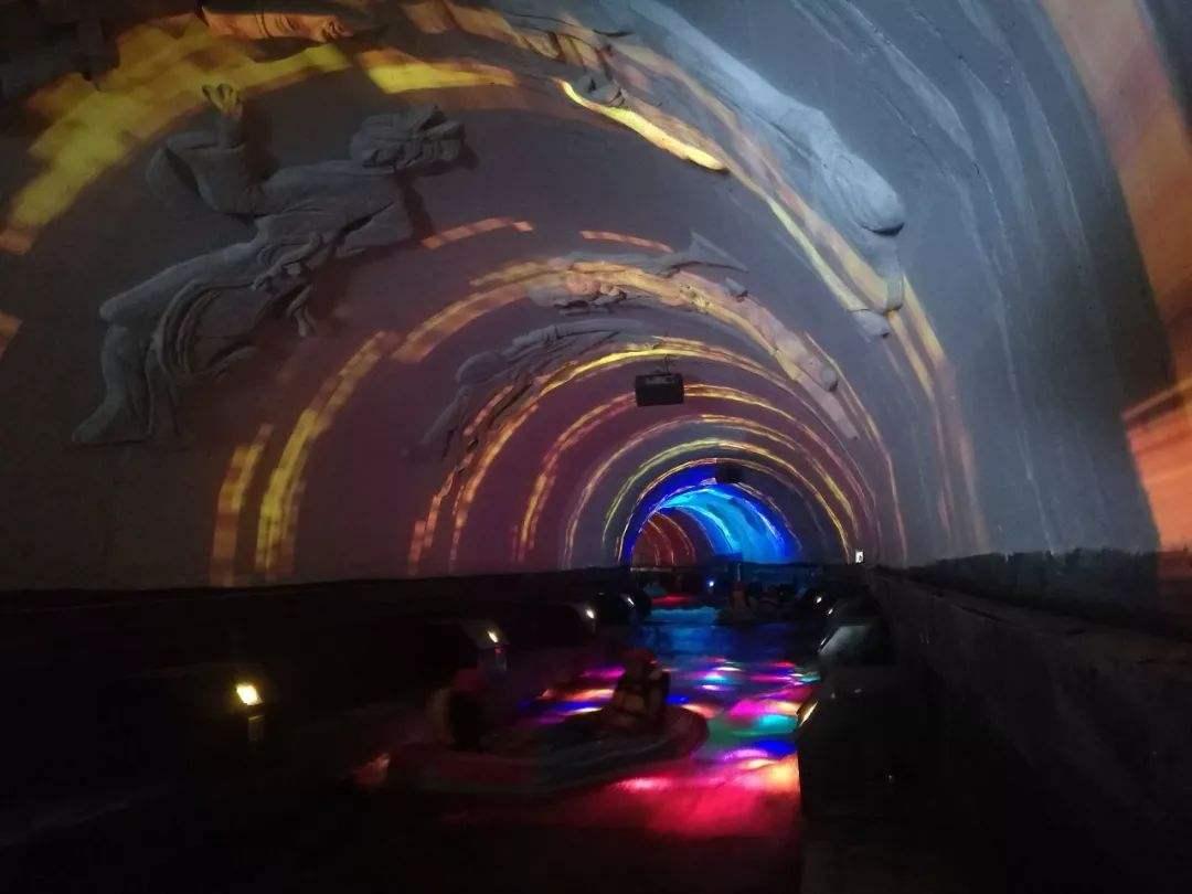 4D奇幻漂流隧道投影
